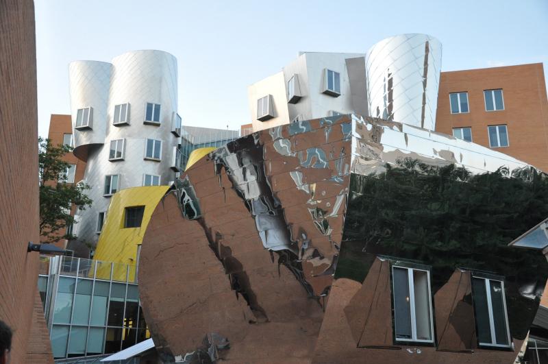 Campus MIT building