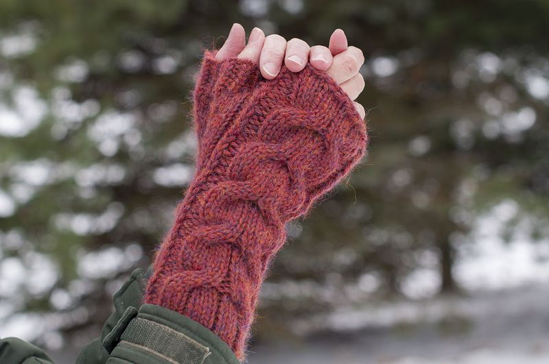 Fingerless mitts finished