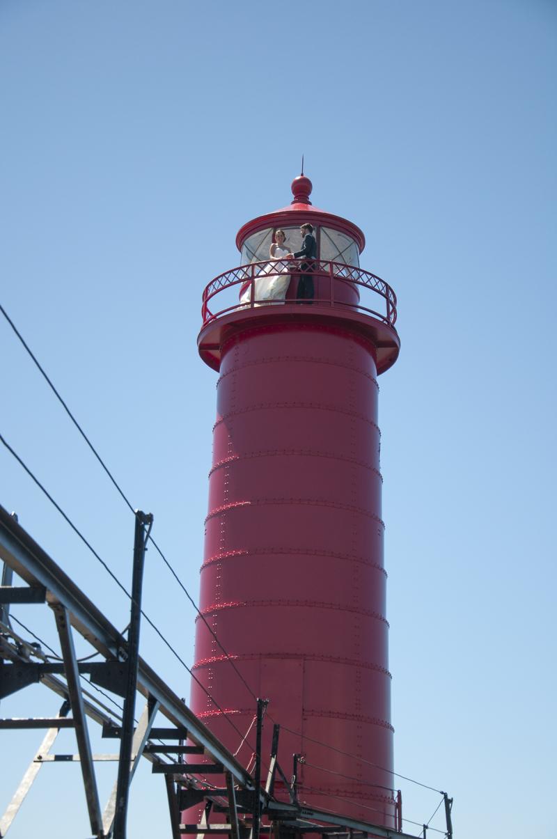 Wedding - lighthouse couple