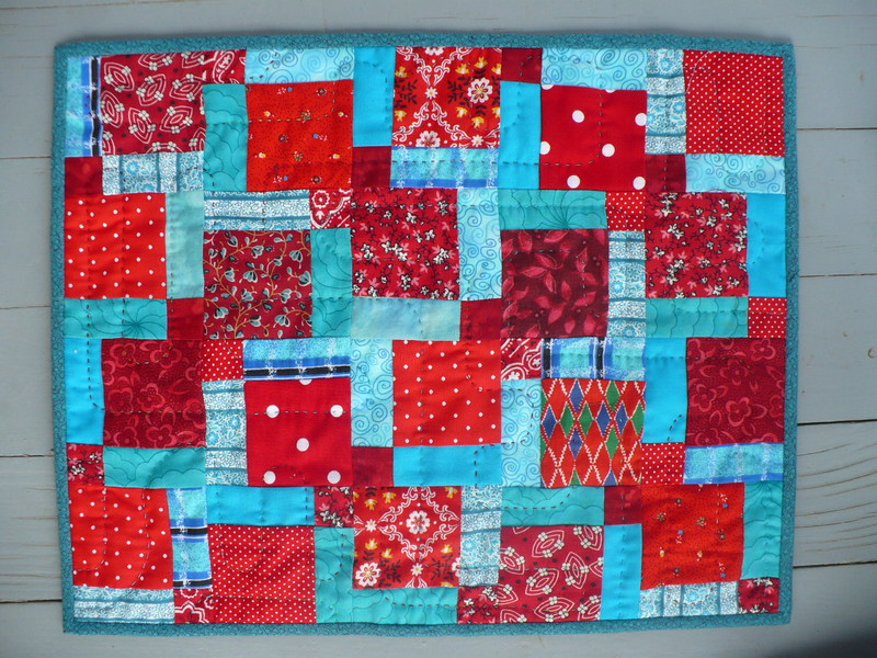 Red_and_aqua_retro_doll_quilt