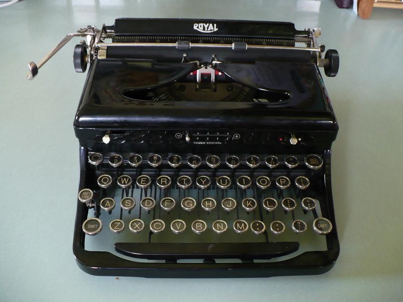 My_fun_royal_typewriter_on_my_old_2